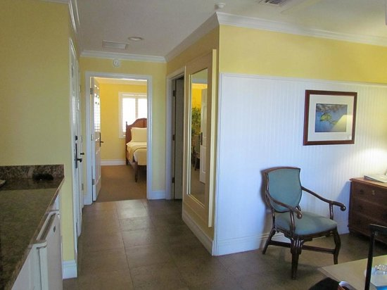 Dove Creek Lodge : Hallway in our room