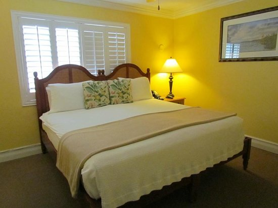 Dove Creek Lodge : Bedroom - king-size bed