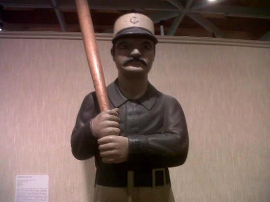 Heritage Museums & Gardens: Baseball carving in Amercan primitive art exhibit
