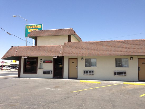 Caverns Motel of Carlsbad : Out side look and all rooms on groundfloor