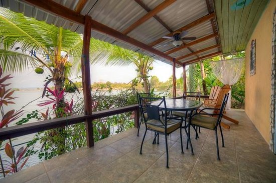 Cabinas Jimenez: The Deck of the Bungalow - Cabina # 1