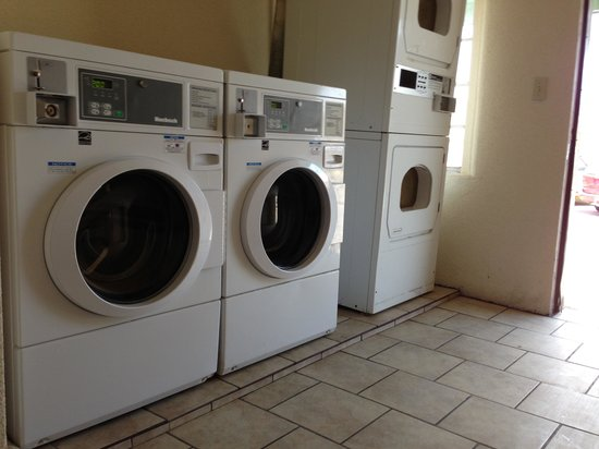Caverns Motel of Carlsbad: Guest laundry avaiable