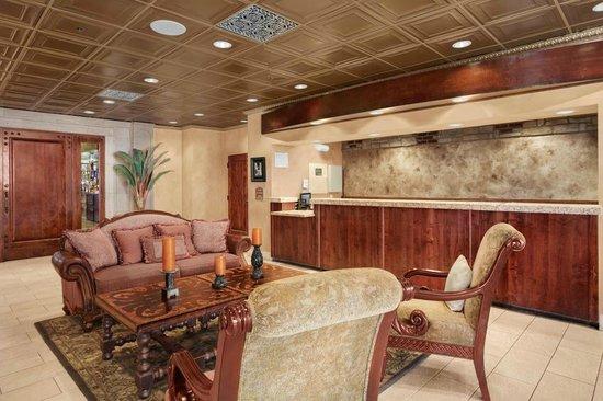The Scottsdale Inn: Lobby