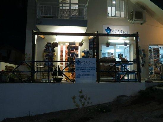 Eklektos bookshop by night