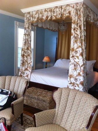 Inn on Bellevue: King Bed in the King Room