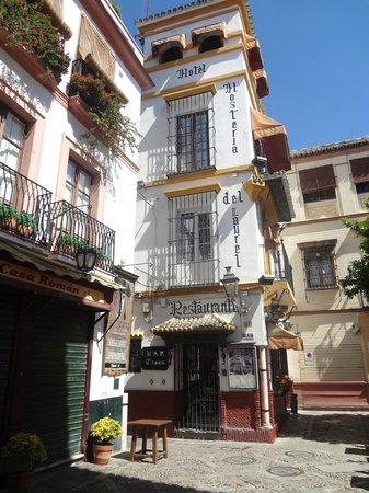 Hosteria Del Laurel: The outside