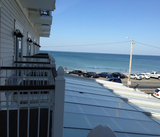 Nantasket Beach Resort: Side room over the pool.