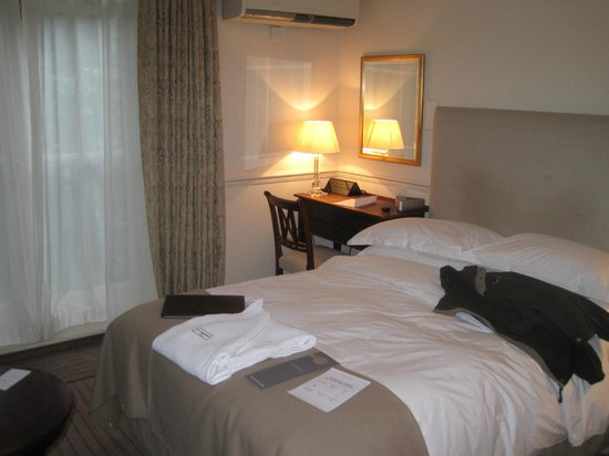 Old Parsonage Hotel: Cozy room, comfortable bed