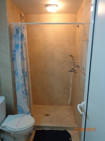 Hotel Paris: our bathroom - room 29