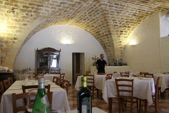 Interno ristorante Dammuso Baglieri