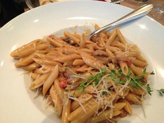Prima Fila: My pasta was more than enough without entree or desert