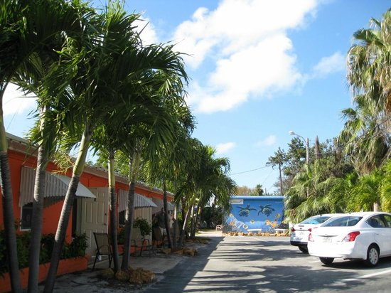 Sea Dell Motel: Parking, rooms to the left