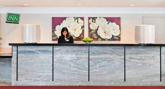 West Edmonton Mall Inn: Front Desk