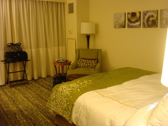 Marriott St. Louis West: King bed, Room #706