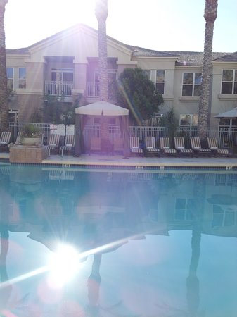 Gainey Suites Hotel : Pool in courtyard