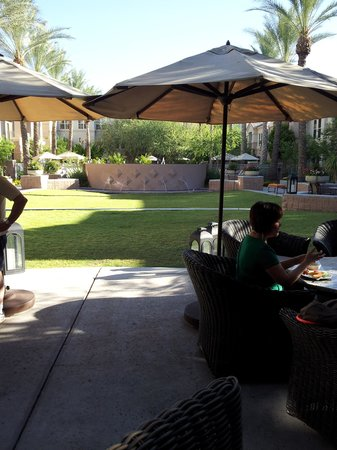 Gainey Suites Hotel: Outdoor dining area