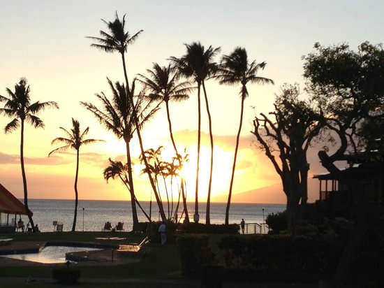 Napili Kai Beach Resort: Sunset view from our porch