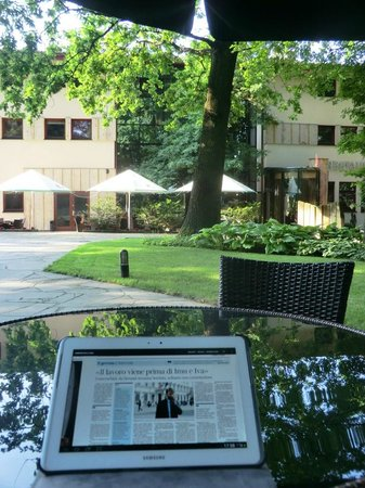 Farmona Hotel Business & Spa: vista hotel dal parco
