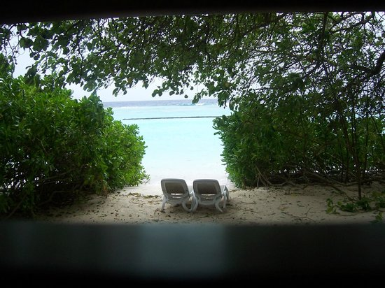 Kuramathi Island Resort: our private part of the beach
