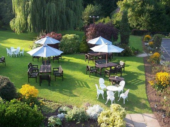 BEST WESTERN Royal George Hotel: summer garden