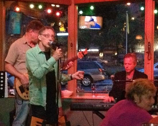 Tommy O'S Pacific Rim Bistro : Another great Sunday Jazz Jam with Tom Grant