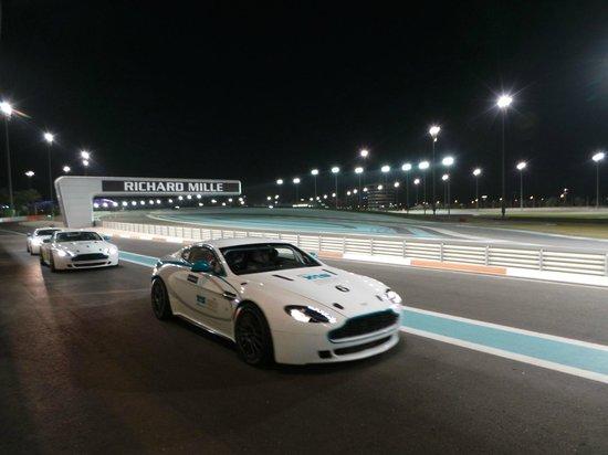 Yas Marina Circuit: YAS MARINA ASTON MARTIN GT4