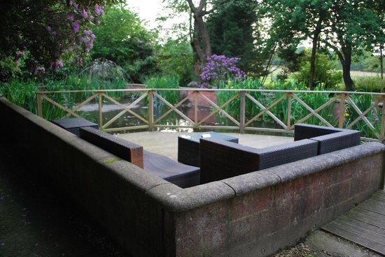 The Mill at Gordleton: Seating area in the grounds...