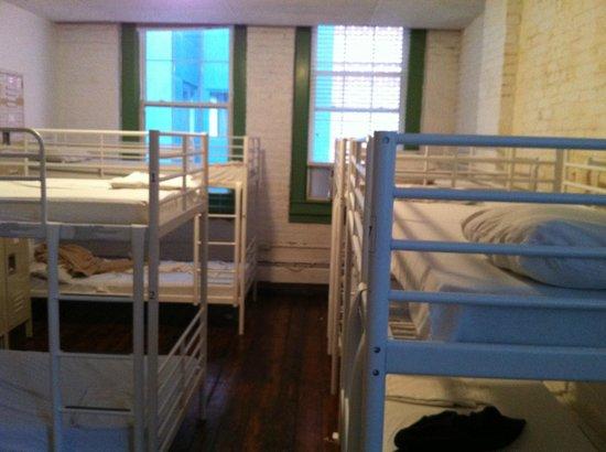 Friend Street Hostel: Dorm Room