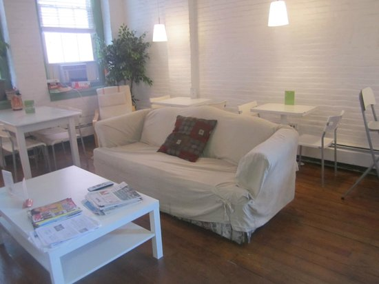 Friend Street Hostel: Lounge