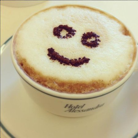 Hotel Alessandra: Morning coffee with a smile