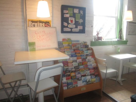 Friend Street Hostel: Our welcoming lounge