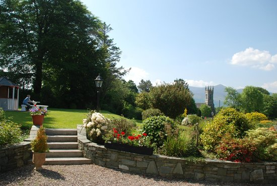 Killeen House Hotel & Rozzers Restaurant: Delightful garden to have refreshments or aperitifs