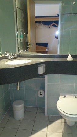 Holiday Inn Express Bradford City Centre: bathroom