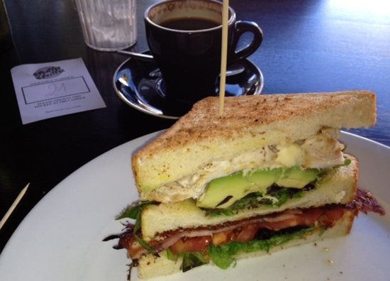Nulla Nulla Cafe: lunch outdoors