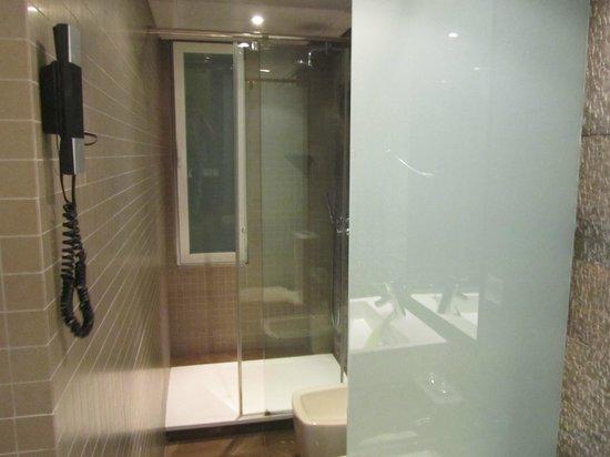Hotel Gran Derby Suites: Bathroom