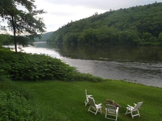 1870 Roebling Inn on the Delaware: Beautiful views of the river. Great spot to watch evening fall.