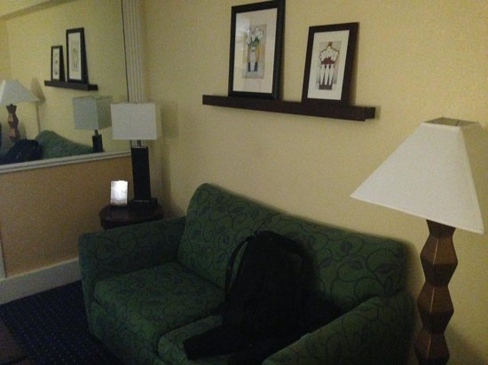 SpringHill Suites Fort Lauderdale Airport & Cruise Port: Sofa and a chair