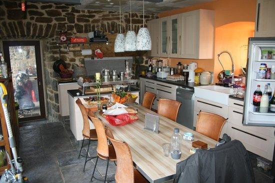 Le Clos des Lavandes: la cuisine, chaleureuse et accueillante !!
