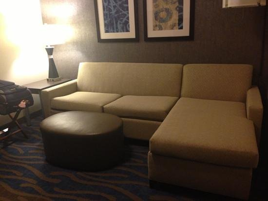 Holiday Inn Express & Suites Dayton South: king room living room