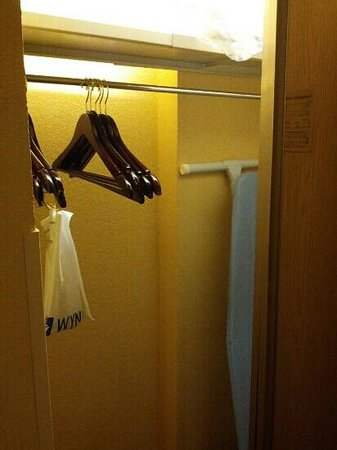 Harrisburg Hotel: Small closet space at the Wyndham