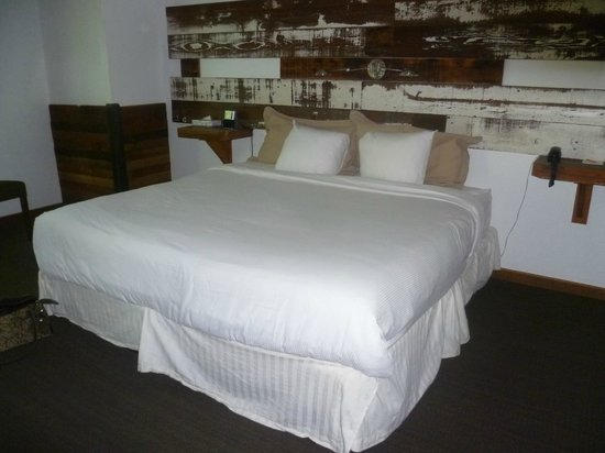 968 Park Hotel: LOVE this bed; great reuse of wood for decor