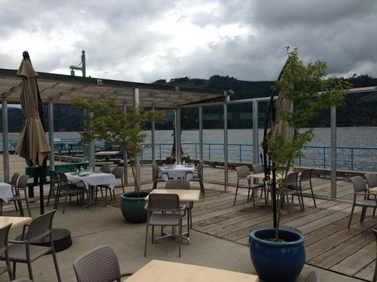 Starboard Grill: open patio