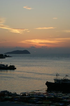 Le Meridien Kota Kinabalu: Sunset/View from room
