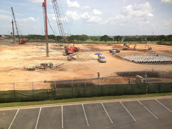 Hampton Inn College Station: major construction adjacent to hotel