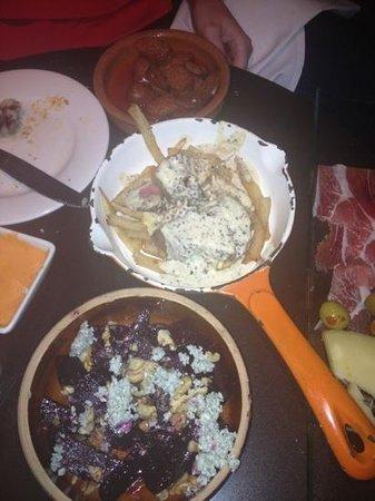 Embrujo Flamenco : Beet salad, steak, chirizo, meat tray