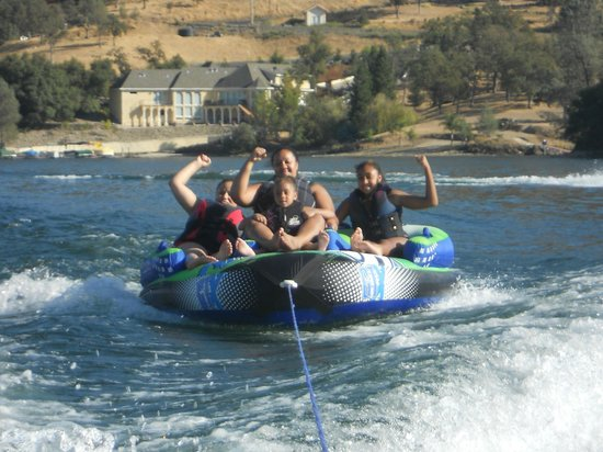 Copperopolis, Californien: Boating on Lake Tulloch