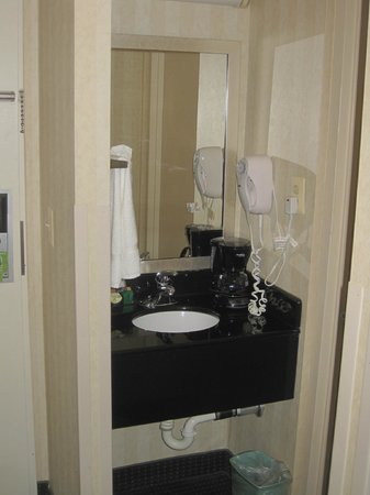 Comfort Inn Pentagon City: second sink