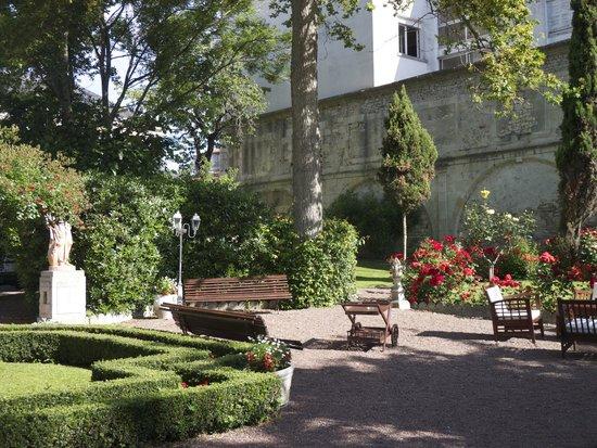 BEST WESTERN Hotel Champlain France Angleterre : Garden