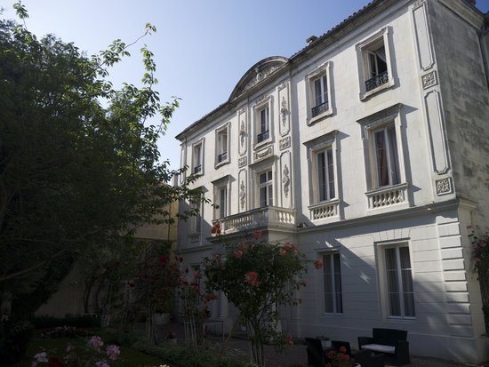 BEST WESTERN Hotel Champlain France Angleterre : View from garden of original building