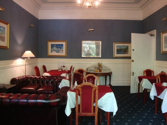 Manor Park Guest House: Breakfast room
